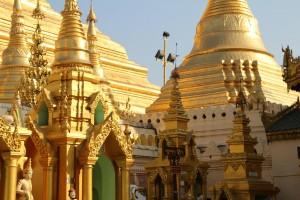 Et lille udsnit a Swedagon Pagon, som i virkeligheden næsten er en lille by, helt i guld.