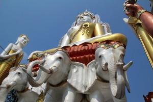 Men selv i det fattige områder er der templer med smukke figurer